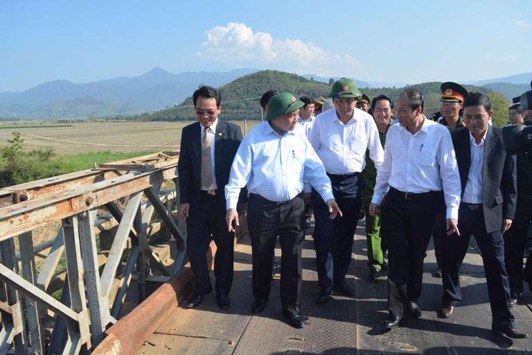 Thủ tướng Chính phủ Nguyễn Xuân Phúc thăm và làm việc tại xã Khuê Ngọc Điền, huyện Krông Bông.