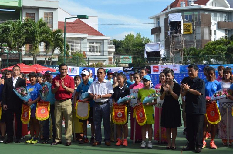 146 VĐV tham dự Giải quần vợt vô địch nữ toàn quốc năm 2017.