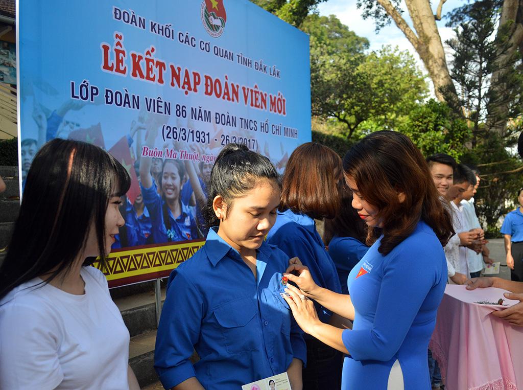 Kết nạp 390 đoàn viên mới Lớp đoàn viên 86 năm Đoàn TNCS Hồ Chí Minh
