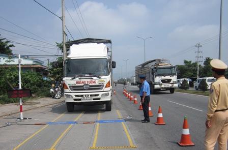 Tiếp tục thực hiện công tác kiểm soát tải trọng xe trên địa bàn tỉnh.