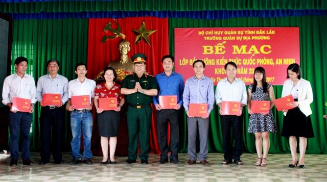 Bế mạc lớp bồi dưỡng kiến thức quốc phòng an ninh đối tượng 3, khóa 84 năm 2017