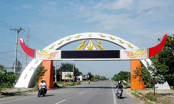 Xin kinh phí đầu tư xây dựng Cổng chào huyện Ea Kar.