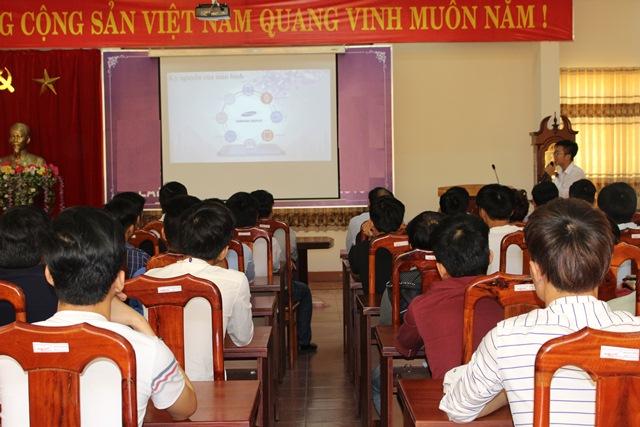 Hơn 100 học sinh, sinh viên Trường Cao đẳng nghề Thanh niên dân tộc Tây Nguyên tham gia Chương trình phỏng vấn, thi tuyển kỹ thuật viên của Công ty Samsung Display Việt Nam