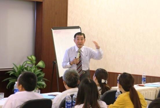Hơn 100 doanh nghiệp được tập huấn kỹ năng khai thác thông tin, tìm kiếm thị trường và bán hàng chuyên nghiệp.
