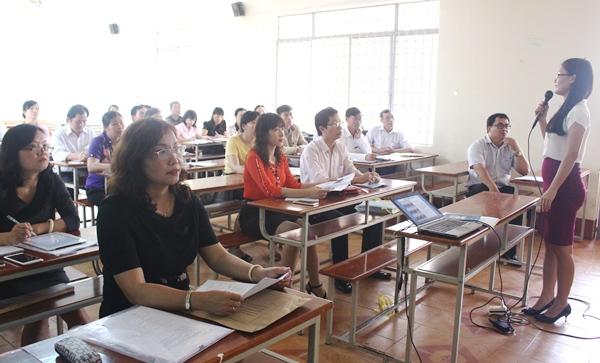 Khai mạc Hội thảo tập huấn về tài liệu dạy học địa phương