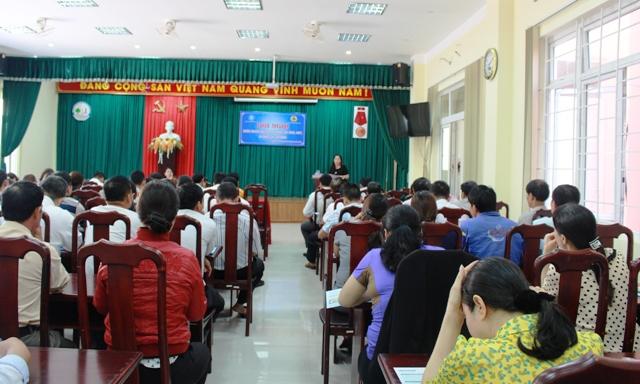 Hơn 150 công nhân Công ty TNHH MTV Đô thị và Môi trường tỉnh tham gia đối thoại về pháp luật bảo hiểm xã hội, lao động
