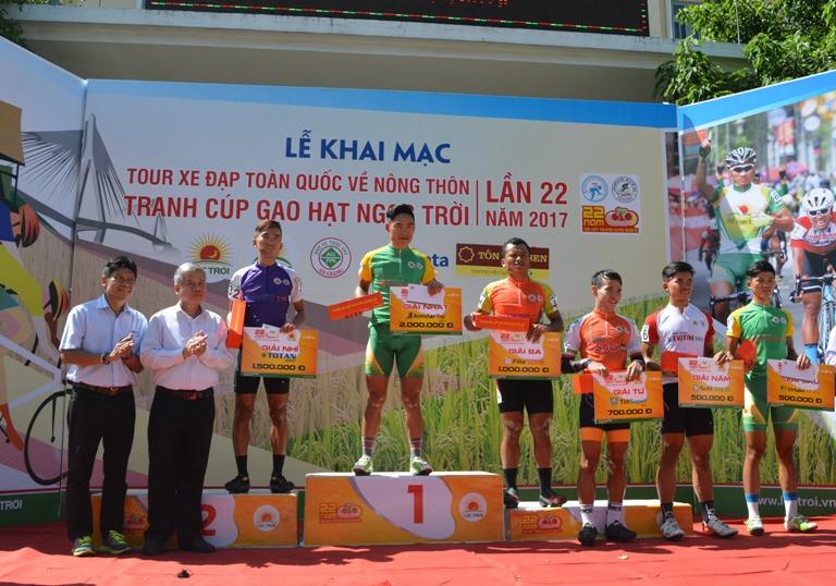 Khai mạc Tour xe đạp toàn quốc về nông thôn tranh Cúp Gạo Hạt Ngọc Trời lần thứ 22 năm 2017.