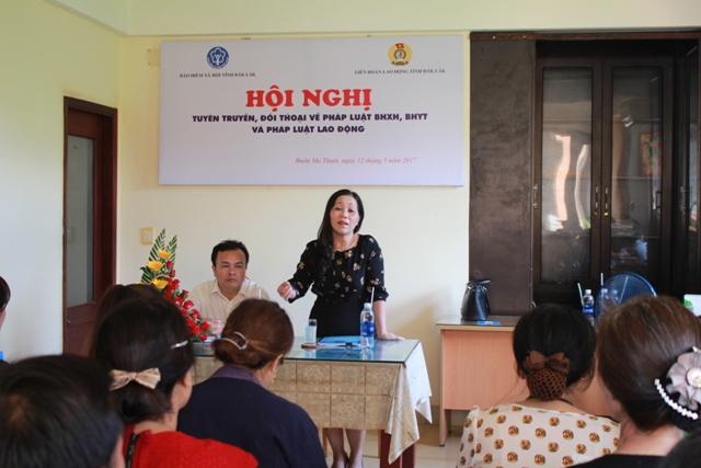 Tuyên truyền, đối thoại về Luật Bảo hiểm xã hội, Bảo hiểm y tế, pháp luật lao động tại Công ty TNHH Môi trường Đông Phương.