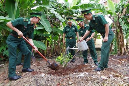Bộ đội Biên phòng tỉnh Đắk Lắk báo công dâng Bác