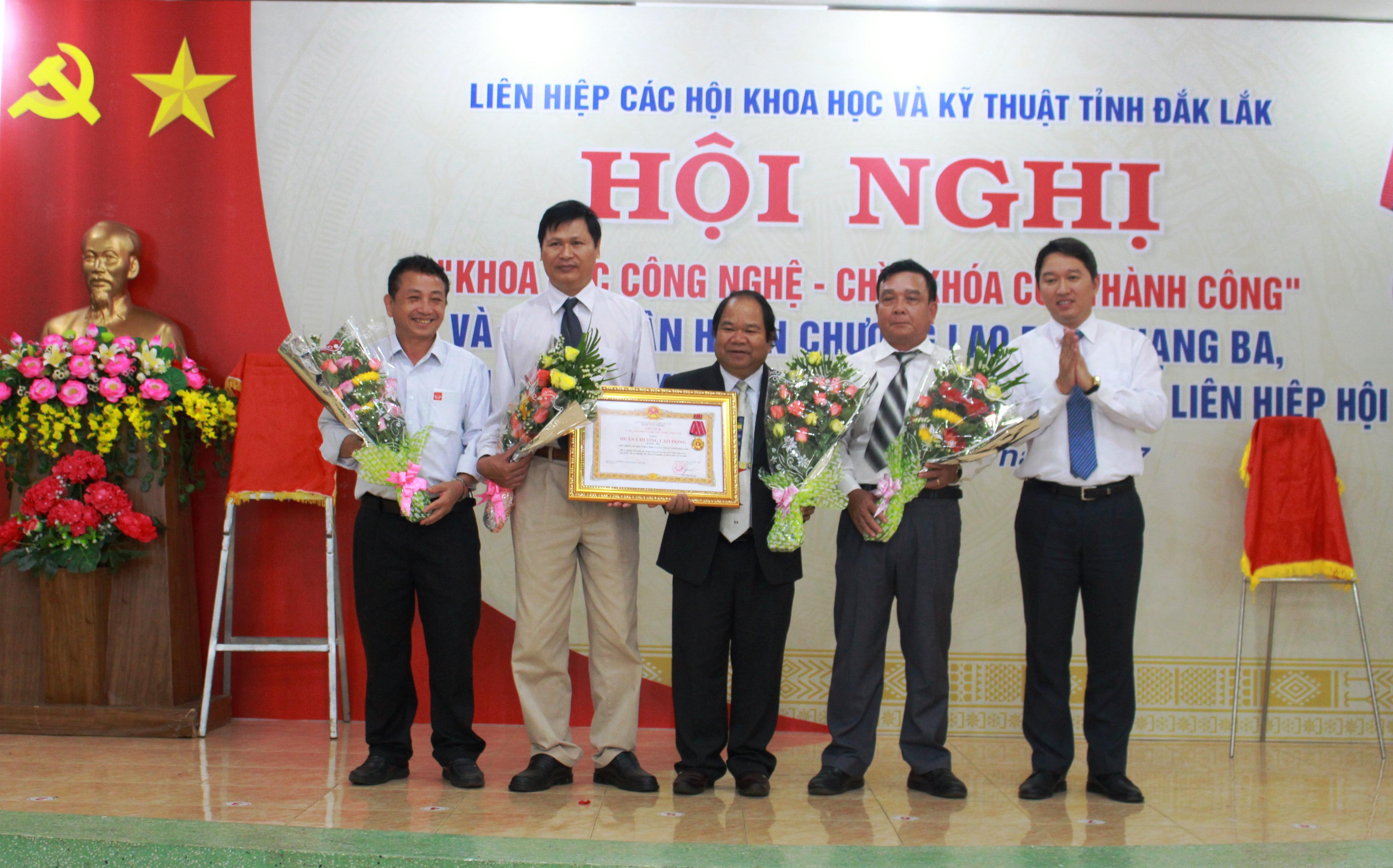Liên hiệp các Hội Khoa học và Kỹ thuật tỉnh đón nhận Huân chương Lao động hạng Ba