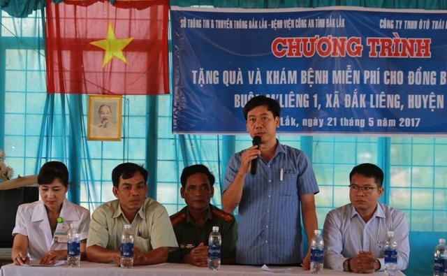 Sở Thông tin và Truyền thông thăm và tặng quà tại buôn kết nghĩa, huyện Lắk
