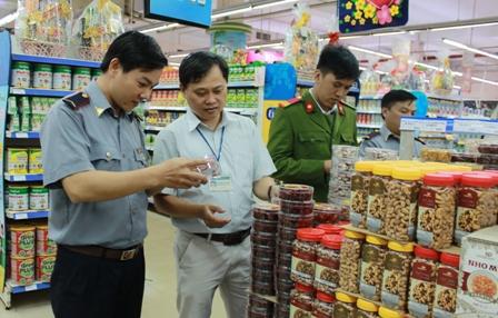 UBND tỉnh chỉ đạo xử lý vụ ngộ độc thực phẩm do ăn bánh kẹo người lạ phát tại xã Ea Uy, Krông Pắc.