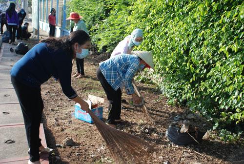 """Phối hợp tổ chức Diễn đàn """"Phụ nữ các dân tộc Tây Nguyên chung tay bảo vệ thiên nhiên môi trường góp phần xây dựng nông thôn mới""""."""