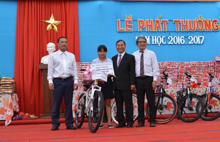 Trường Tiểu học dân lập Nguyễn Bỉnh Khiêm, thành phố Buôn Ma Thuột tổng kết và trao thưởng năm học 2016 – 2017.