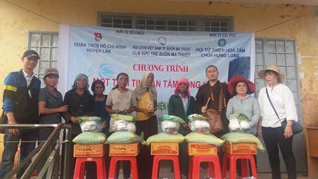 Tặng 431 suất quà cho người dân và các cháu thiếu nhi tại huyện Lắk