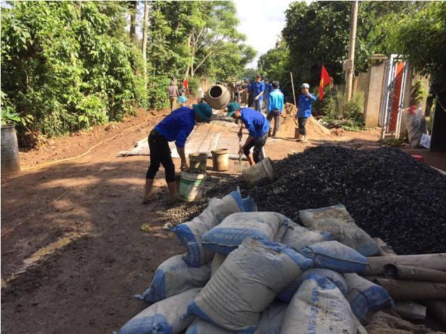 Công trình thanh niên đường giao thông nông thôn tại buôn Cuôr Đăng B, xã Cuôr Đăng huyện Cư Mgar – khởi động cho hoạt động tình nguyện của tuổi trẻ trong Chiến dịch thanh niên tình nguyện Hè tỉnh Đắk Lắk năm 2017.