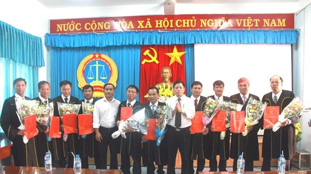 TAND tỉnh Đắk Lắk tổ chức Lễ công bố bổ nhiệm, bổ nhiệm lại chức vụ quản lý và trao quyết định bổ nhiệm chức danh Thẩm phán trung cấp