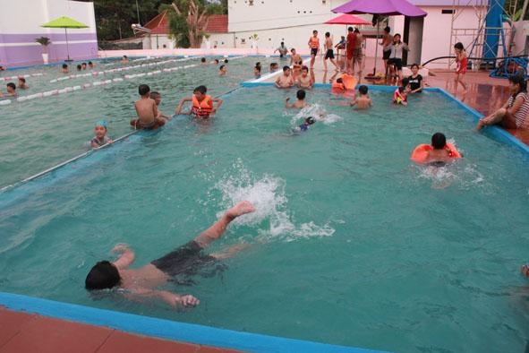 Đầu tư hồ bơi các trường học theo hình thức xã hội hóa