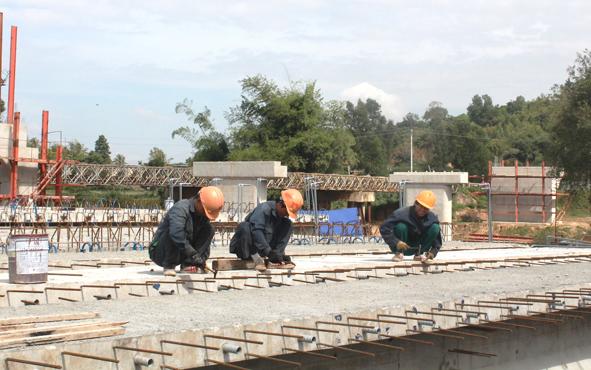 Dừng thực hiện dự án Đường giao thông từ xã Cư Drăm, huyện Krông Bông đi huyện Khánh Vĩnh, tỉnh Khánh Hòa