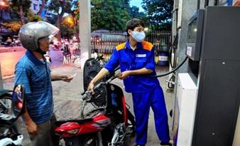 Giá xăng tiếp tục giảm hơn 800 đồng/lít