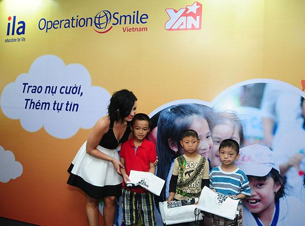Chương trình phẫu thuật nhân đạo của Tổ chức Operation Smile.