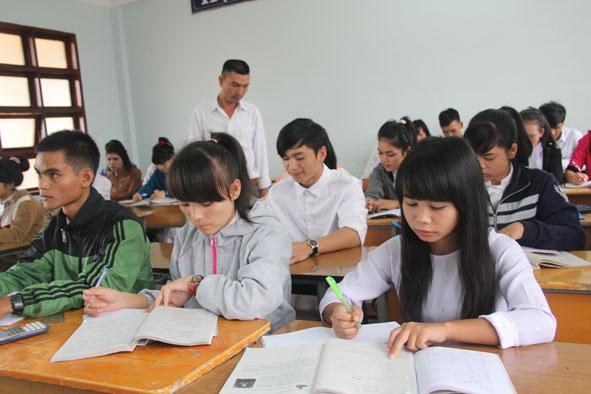 Tình hình sáp nhập các Trung tâm công lập cấp huyện và bàn giao chức năng quản lý Nhà nước về giáo dục nghề nghiệp