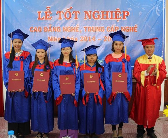 Trường Cao đẳng nghề Thanh niên dân tộc Tây Nguyên tổ chức Lễ tốt nghiệp và Tư vấn, giới thiệu việc làm cho 320 học sinh, sinh viên khóa 14