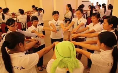 """Chọn 01 em học sinh của tỉnh đáp ứng các tiêu chuẩn thụ hưởng học bổng của Dự án """"Mở đường đến tương lai""""."""