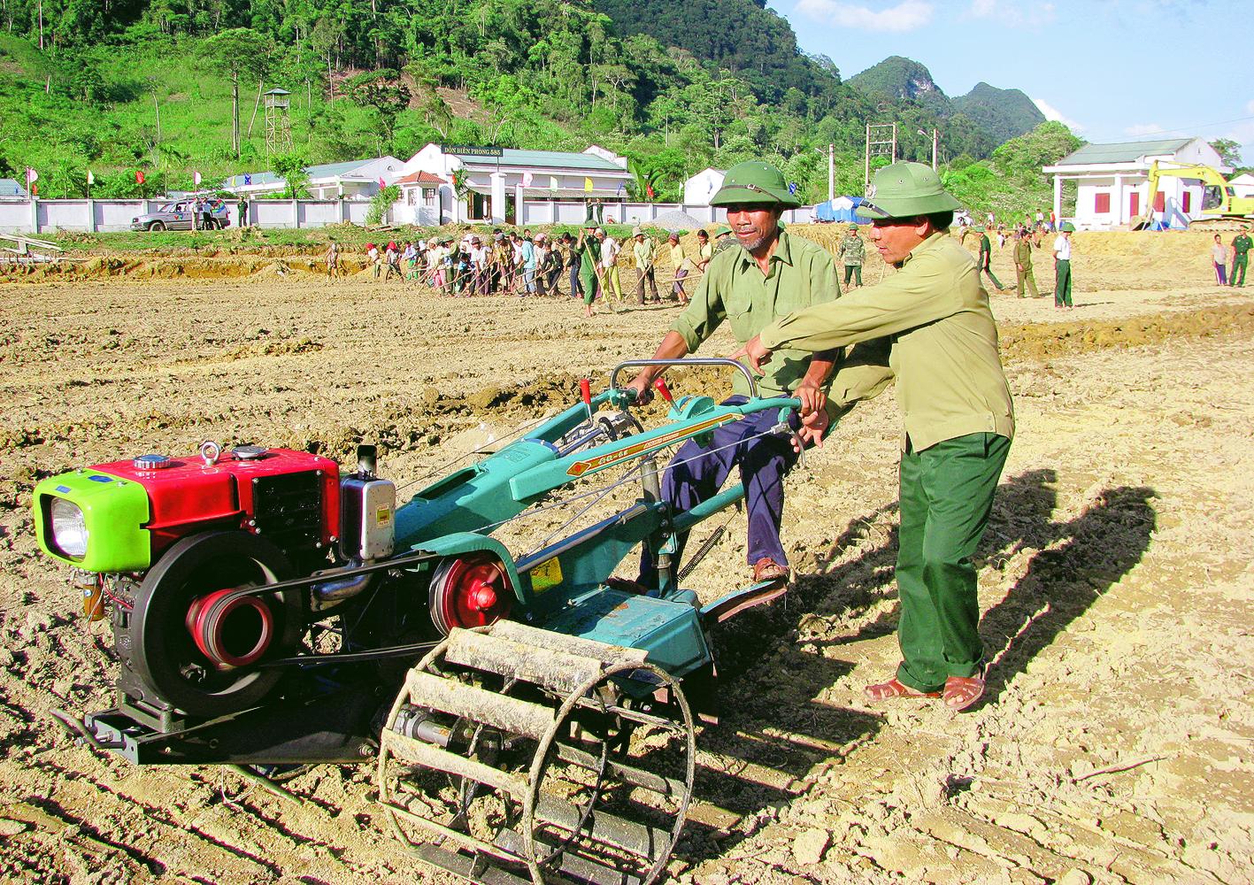 Mở rộng diện tích khai hoang và xây dựng đồng ruộng trên địa bàn các xã, thị trấn, huyện Ea Súp.