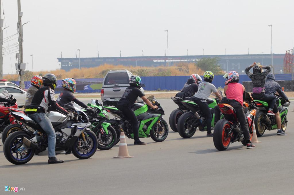 Đồng ý Công ty cổ phần Du lịch và Dịch vụ Ấn tượng Việt tổ chức đoàn xe mô tô của khách quốc tịch Thái Lan vào tham gia giao thông tại Việt Nam.