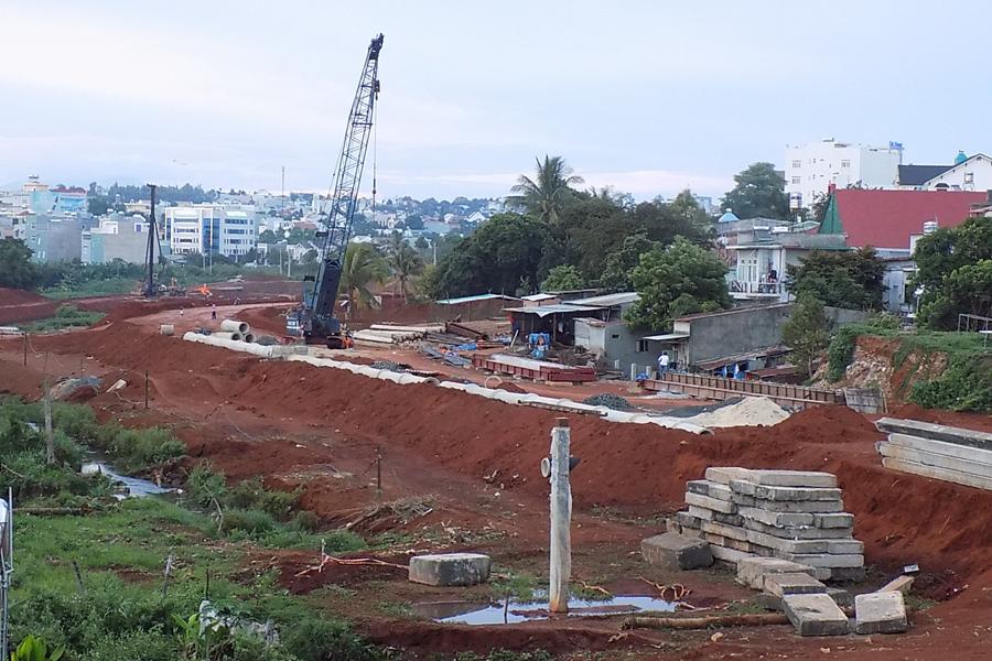 Hỗ trợ cho 95 hộ dân bị ảnh hưởng khi nâng cấp Đập Thắng Lợi, xã Ea Hu, huyện Cư Kuin.