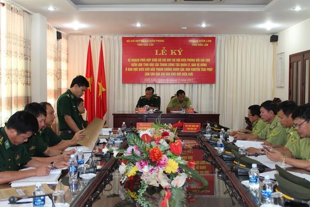 Bộ Chỉ huy Bộ đội Biên phòng tỉnh Đắk Lắk và Chi Cục kiểm lâm tỉnh Đắk Lắk tổ chức Lễ ký kế hoạch phối hợp