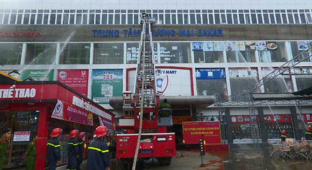Thực tập phương án chữa cháy- CNCH tại Trung tâm thương mại huyện Ea Kar – Siêu thị V.Mart