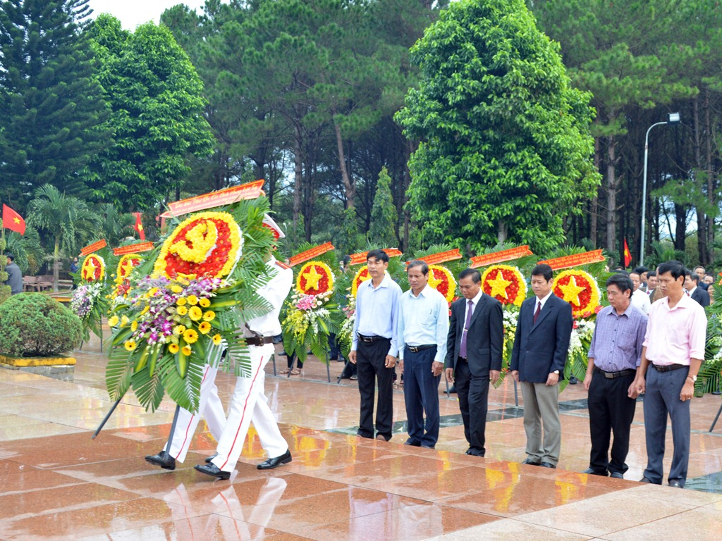 Lễ viếng Nghĩa trang Liệt sỹ tỉnh nhân kỷ niệm 70 năm Ngày Thương binh Liệt sỹ