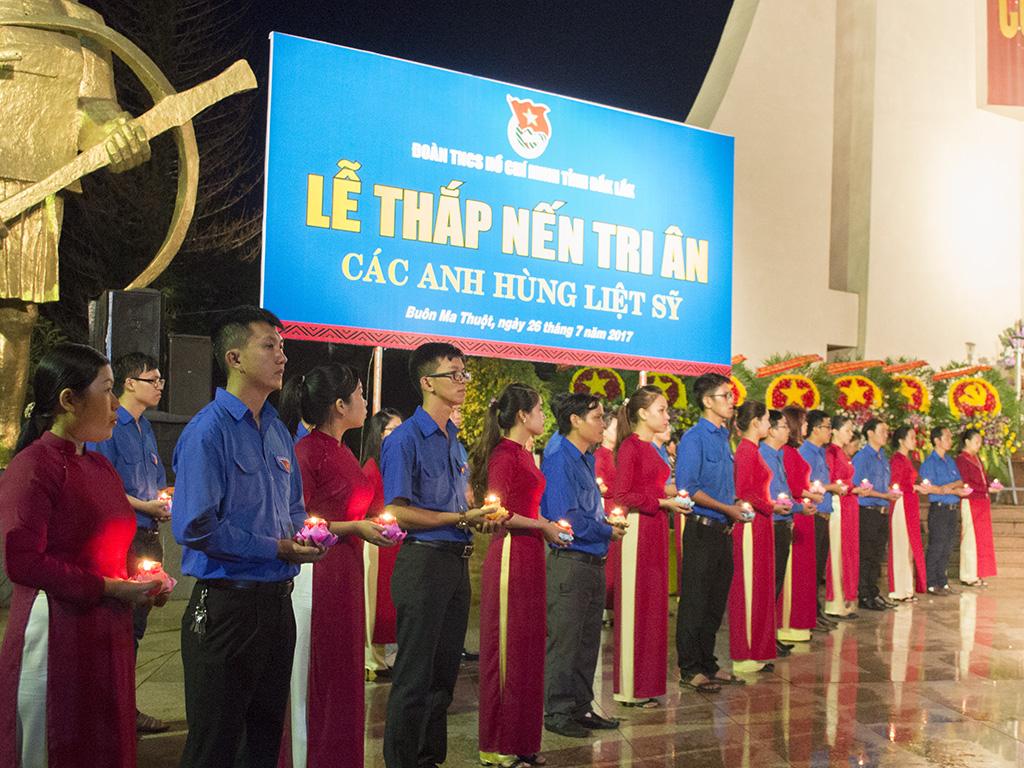 Gần 2.000 đoàn viên, thanh niên tham gia Lễ Thắp nến tri ân các anh hùng Liệt sỹ