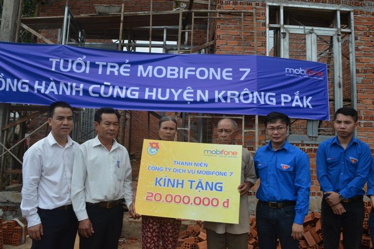 Đoàn Thanh niên Công ty dịch vụ Mobifone khu vực 7 tổ chức nhiều hoạt động đền ơn đáp nghĩa trên địa bàn huyện Krông Pắk.