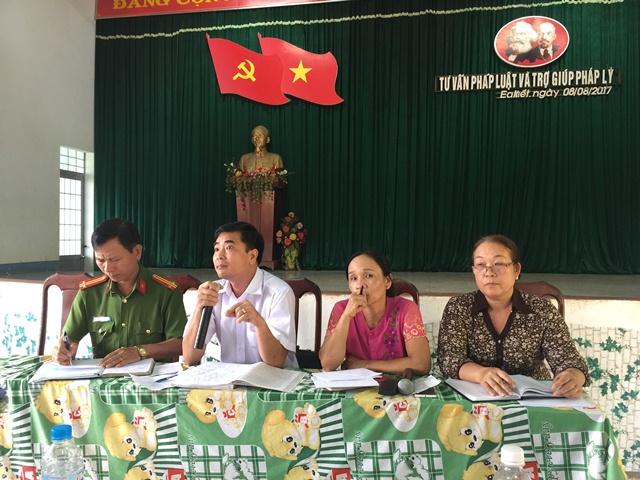 Hội LHPN huyện Cư M'gar trợ giúp pháp lý cho hơn 100 cán bộ, hội viên phụ nữ xã Ea Kiết