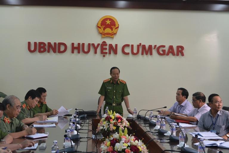 Kiểm tra công tác cải cách hành chính tại huyện Cư M'gar và Phòng Cảnh sát giao thông, Công an tỉnh.