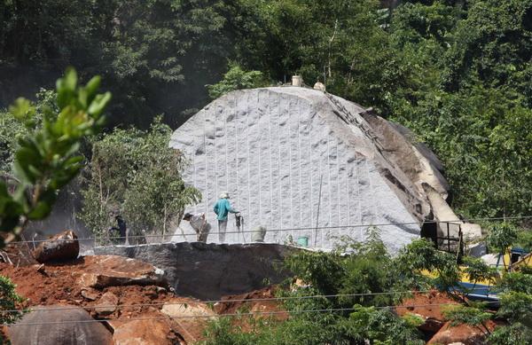 Báo cáo về tình hình khai thác và chế biến khoáng sản đá granit làm ốp lát.