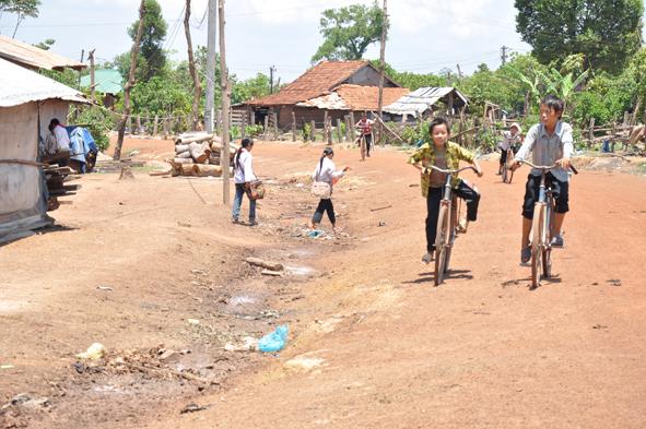 Điều chỉnh tổng mức đầu tư công trình Đường vào thôn Ea Bar thuộc dự án Quy hoạch sắp xếp ổn định dân cư tự do vùng Ea Lang