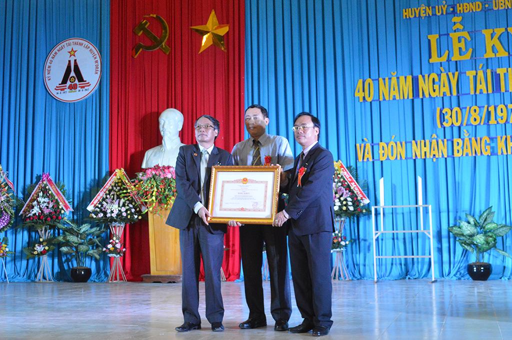 Huyện M'Đrắk kỷ niệm 40 năm tái thành lập huyện.