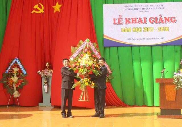 Trường THPT Chuyên Nguyễn Du khai giảng năm học 2017-2018
