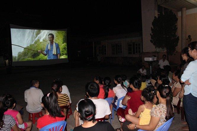 Tiếp nhận kinh phí hỗ trợ hoạt động tuyên truyền, phổ biến phim.
