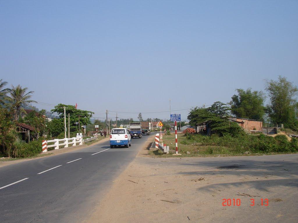 Vị trí đấu nối đường từ Nhà máy chế biến tinh bột sắn xã Krông Á, huyện M' Đrắk vào đường Trường Sơn Đông.