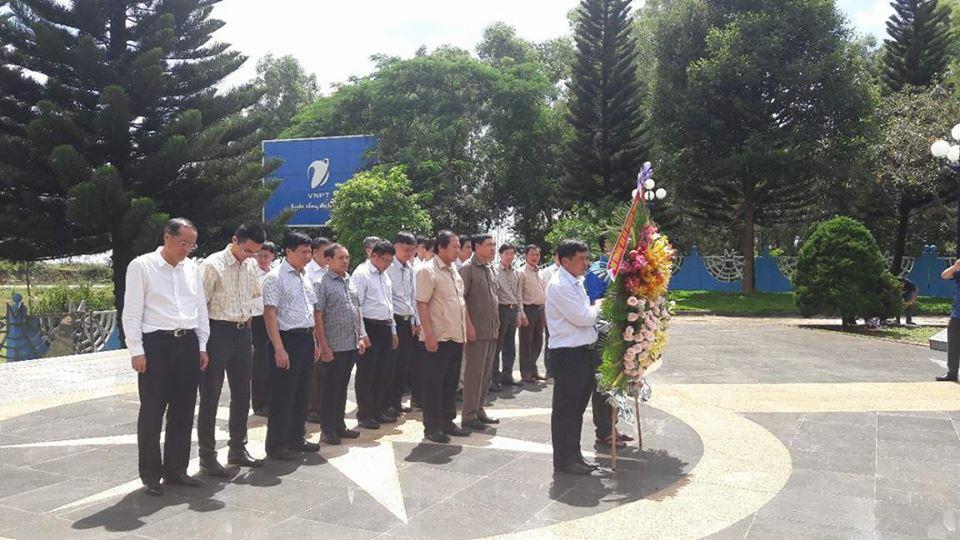 Đoàn công tác của Bộ Thông tin và Truyền thông viếng Đài tưởng niệm các Liệt sỹ Giao bưu – Thông tin liên lạc Tây Nguyên.