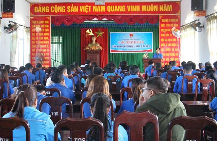 Khai mạc lớp Tập huấn kỹ năng, nghiệp vụ công tác Đoàn cấp xã, phường, thị trấn năm 2017