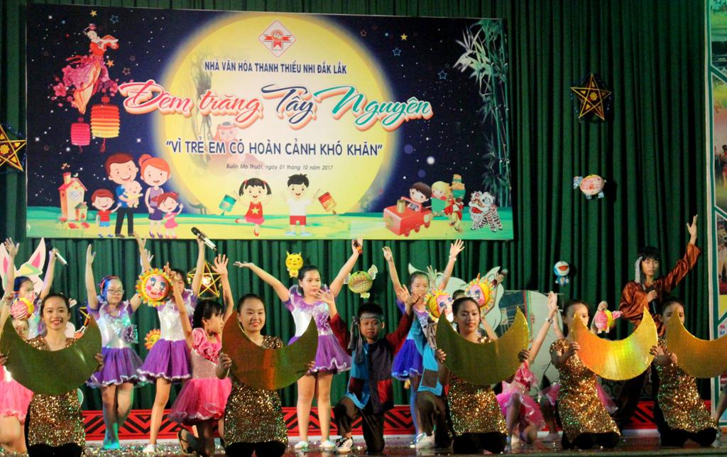 Nhà Văn hóa Thanh thiếu nhi tỉnh tổ chức Trung thu cho các em thiếu nhi có hoàn cảnh khó khăn