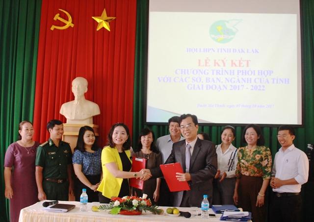 Hội LHPN tỉnh ký kết chương trình phối hợp giai đoạn 2017-2022