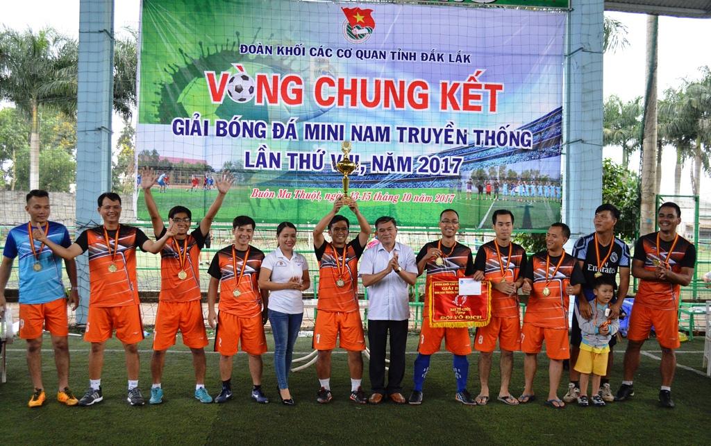 Bế mạc vòng chung kết giải Bóng đá mini nam truyền thống Đoàn Khối các cơ quan tỉnh năm 2017