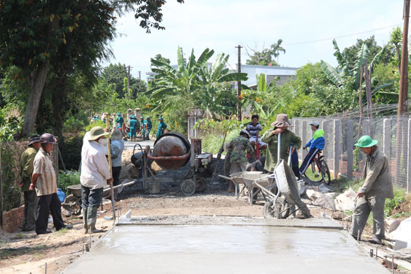 Phân bổ kinh phí khen thưởng cho UBND huyện Krông Pắk có thành tích tiêu biểu trong phong trào xây dựng nông thôn mới, giai đoạn 2011 – 2015 (đợt 2)